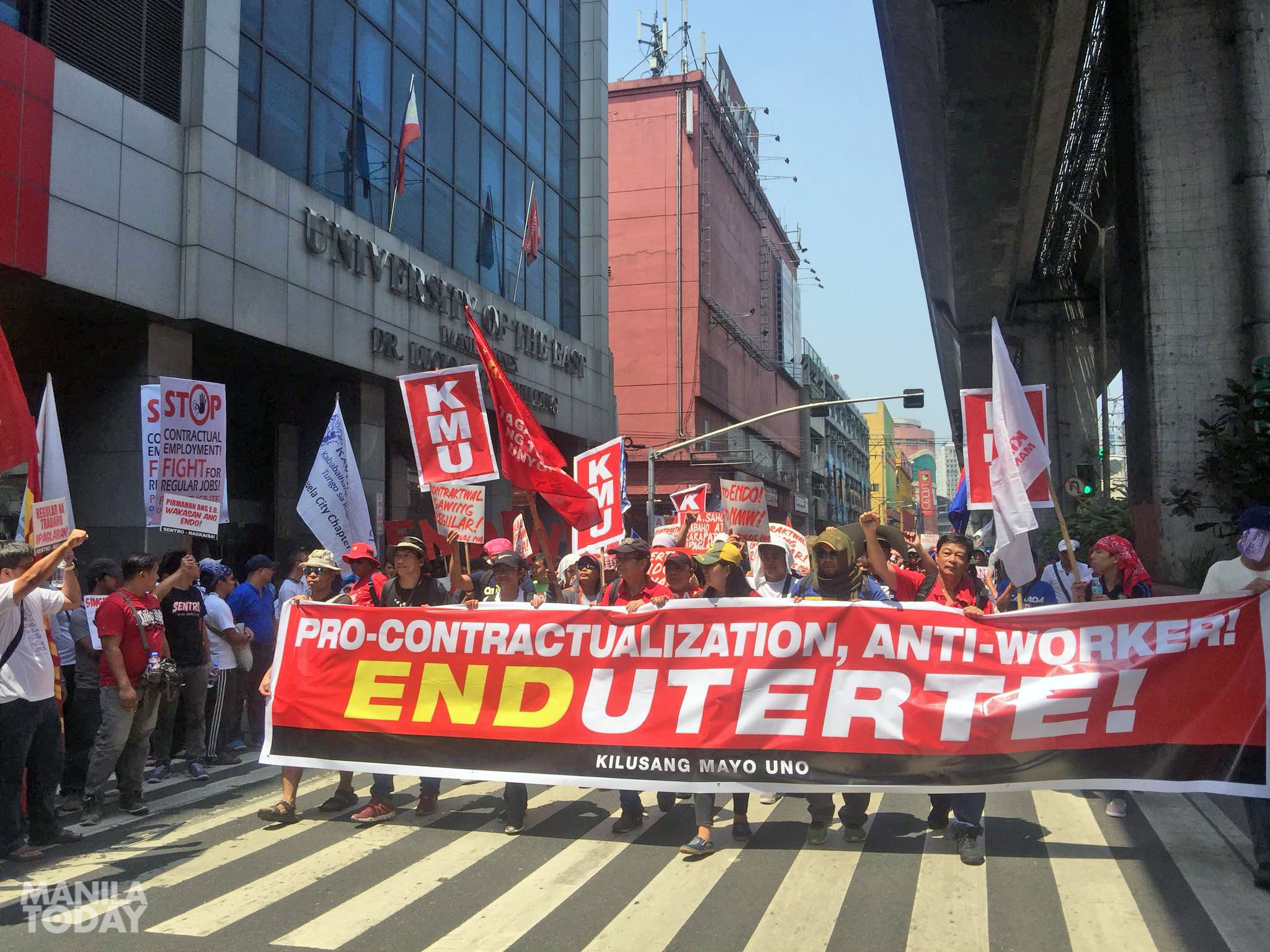 Workers demanding end to contractualization marched from DOLE to Mendiola. Photo by Kathy Yamzon.